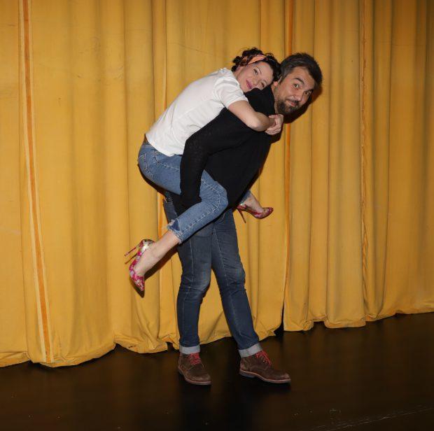 VIDEO/ Colegi de facultate, Leonid Doni și Andreas Petrescu s-au reunit pe scena teatrului. Toți actorii din piesă sunt prieteni