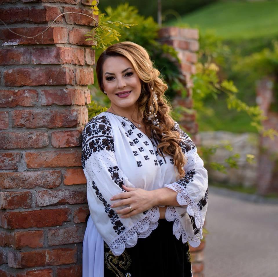 După 20 de ani de cântat, Angela Rusu se face antreprenoare.  Își face salon de evenimente într-o fostă fabrică din Gherla