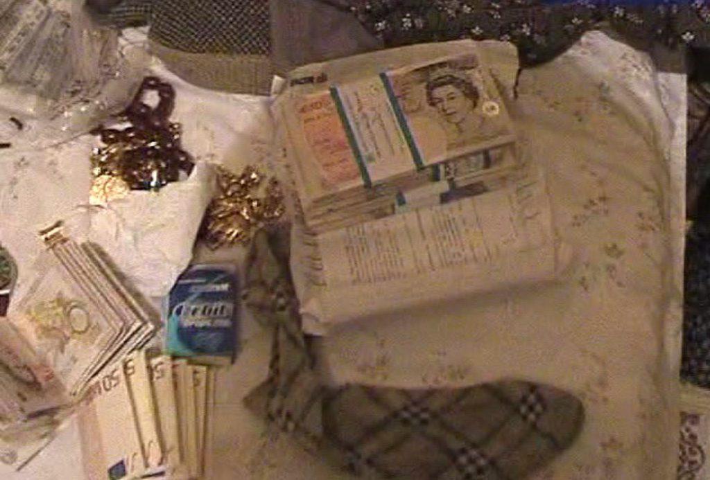 Casele celor implicați în dosarul Golf, pline de teancuri de lire sterline