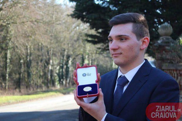 Cornel Micu a fost premiat de Regina Marii Britanii pentru rezultate excelente la învățătură