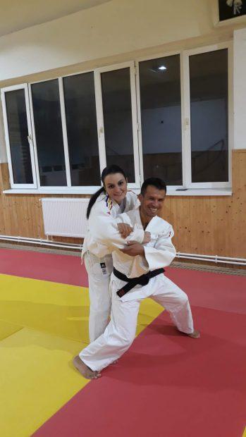 Cristina Pîrvu,, la antrenament cu Iulian Surla, campion mondial de karate