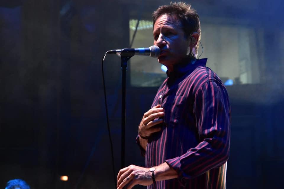 VIDEO/ David Duchovny a întârziat 30 de minute la concertul din București și s-a speriat de-o pană de curent