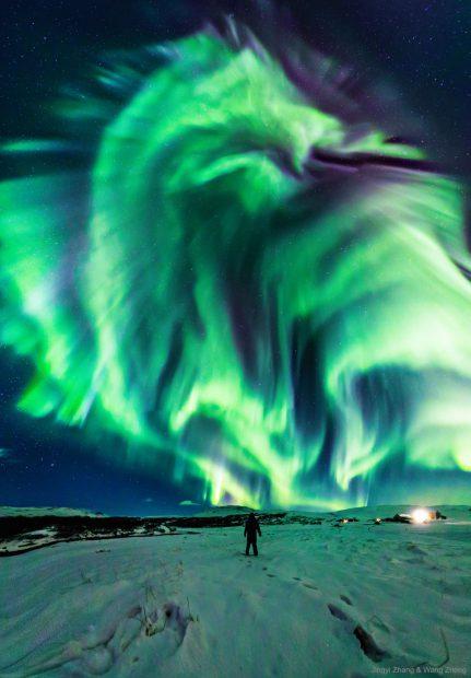 """FOTO   Imagine uimitoare cu """"aurora-dragon"""" publicată de NASA"""