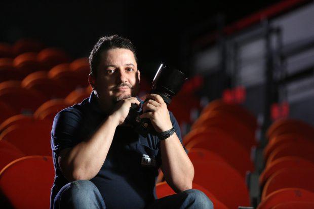 """Poveștile din spatele celor mai spectaculoase fotografii de teatru. Actorii români """"furioși"""" au fost expuși în cadrul unui festival de artă din Sarajevo"""