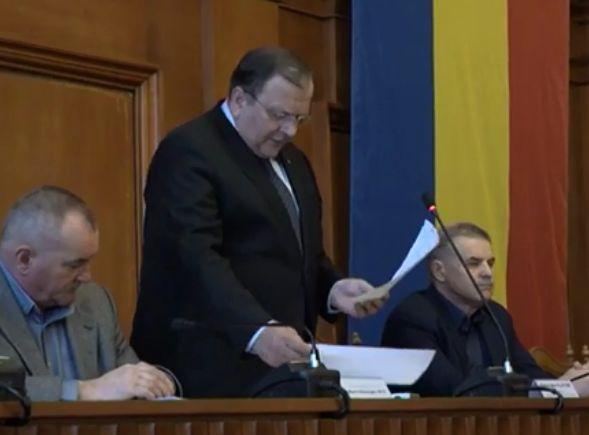 Gafa lui Gheorghe Flutur, la festivitatea de premiere a olimpicilor din Suceava: a încurcat astronomia cu... gastronomia!   VIDEO