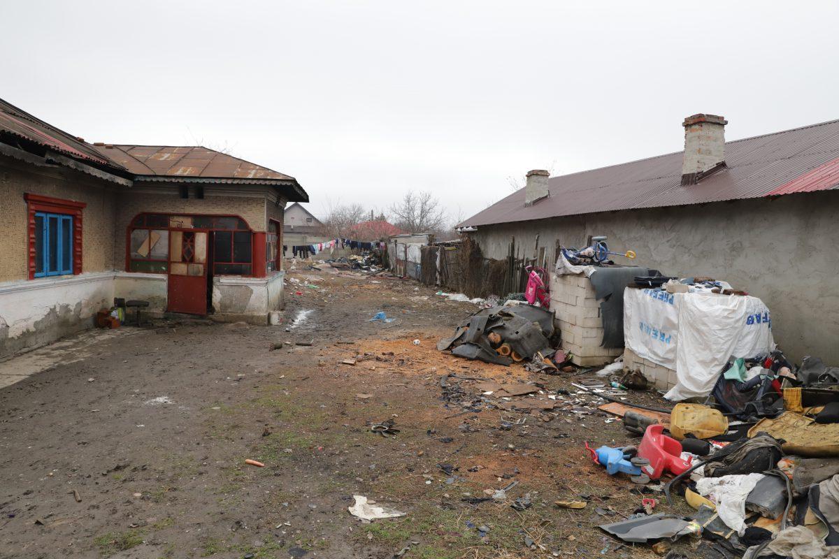 Casa bunicilor se află în cartierul romilor din Frumușani