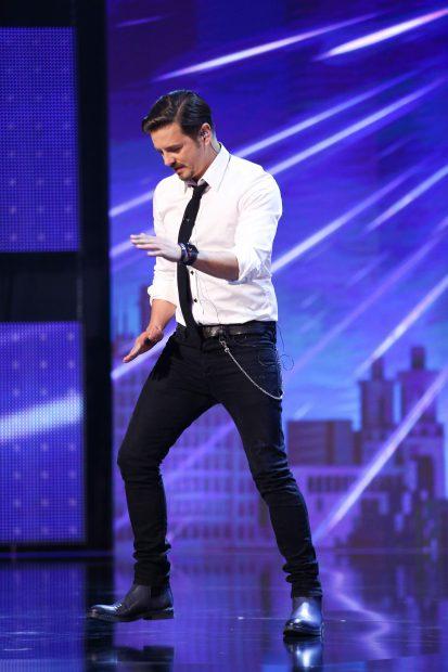 Mihai Petre face spectacol în prima ediție