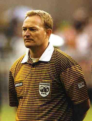A murit Peter Mikkelsen, arbitrul danez care a anulat golul lui Dorinel Munteanu de la Euro 1996. Ajunsese în scaun cu rotile