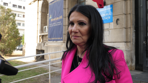 """VIDEO/ Cazul Gabrielei Popa, femeia care așteaptă de două decenii un rinichi, a ajuns la ministrul Sănătății. Sorina Pintea: """"Nu discut despre trecut, important e să o salvăm!"""""""