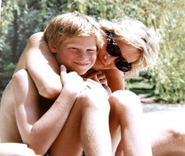 Prințul Harry a vrut să ridice trupul Prințesei Diana de la morgă