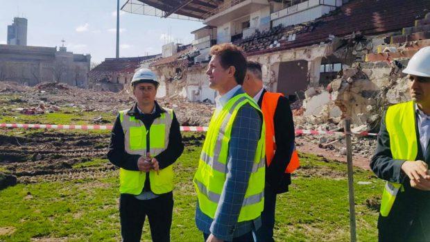 Construcția noului stadion Giulești, îngreunată de amplasament și de faptul că nu se poate lucra la demolare pe timpul nopții!