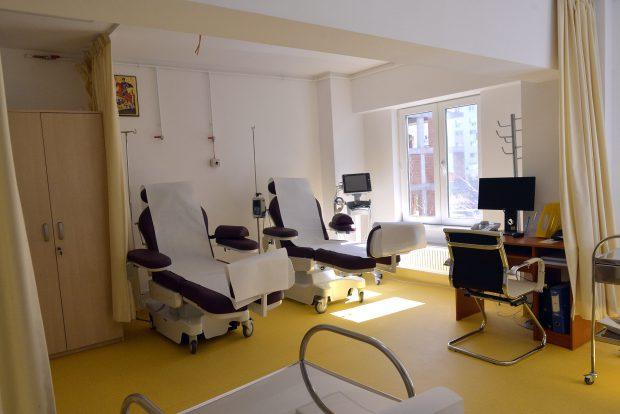 """PSEUDOMEDICINĂ! Clinica lui Becali face terapie cu vâsc pentru bolnavii de cancer. Febră indusă în tot corpul, ca să """"fiarbă"""" cancerul!"""