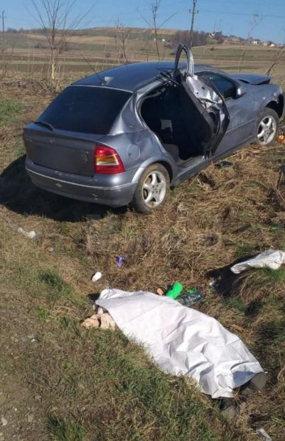 O femeie de 58 de ani a murit, după un carambol cu trei mașini pe E85