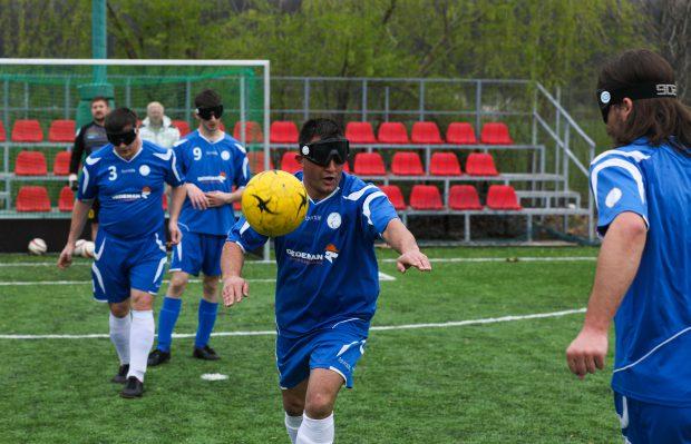 VIDEO | Fotbalul celor care se opun destinului. Naționala nevăzătorilor s-a calificat la Euro 2019. Minge cu clopoței și ochelari de cauciuc