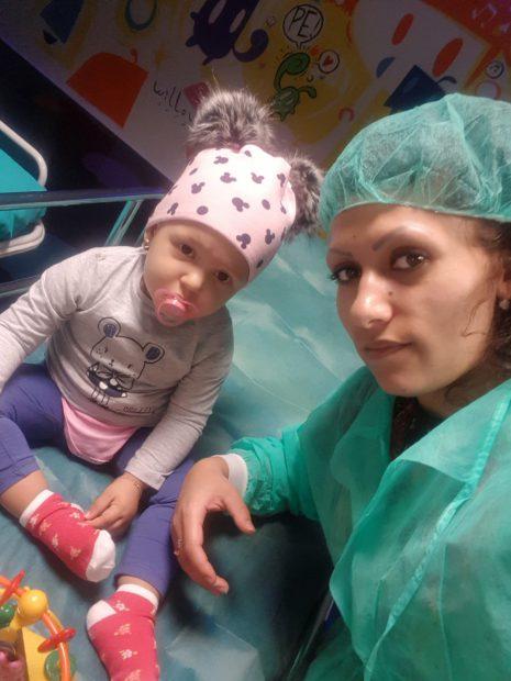 Antonia, alături de mama ei, Adina, într-o rezervă a spitalului San Matteo, din Pavia