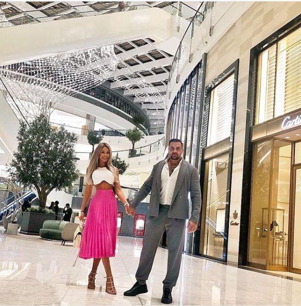Nici bine nu au venit dintr-o vacanță de lux că Bianca Drăgușanu și Alex Bodi au plecat în alta. S-au plimbat de mână prin mall în Dubai