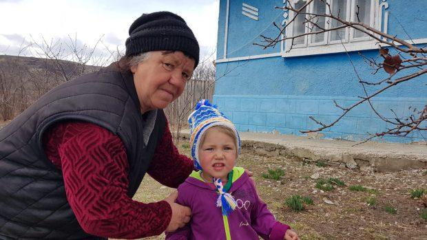 O tânără surdo-mută a înfruntat moartea. Valentina s-a aruncat în flăcări ca să-și salveze bebelușul/ FOTO&VIDEO