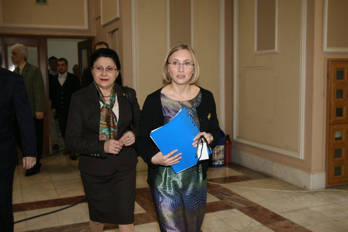 Gabriela Szabo (dreapta), însoțită de Ecaterina Andronescu la audierile pentru ocuparea funcției de ministru al Tineretului și Sportului FOTO: Răzvan Vălcăneanțu