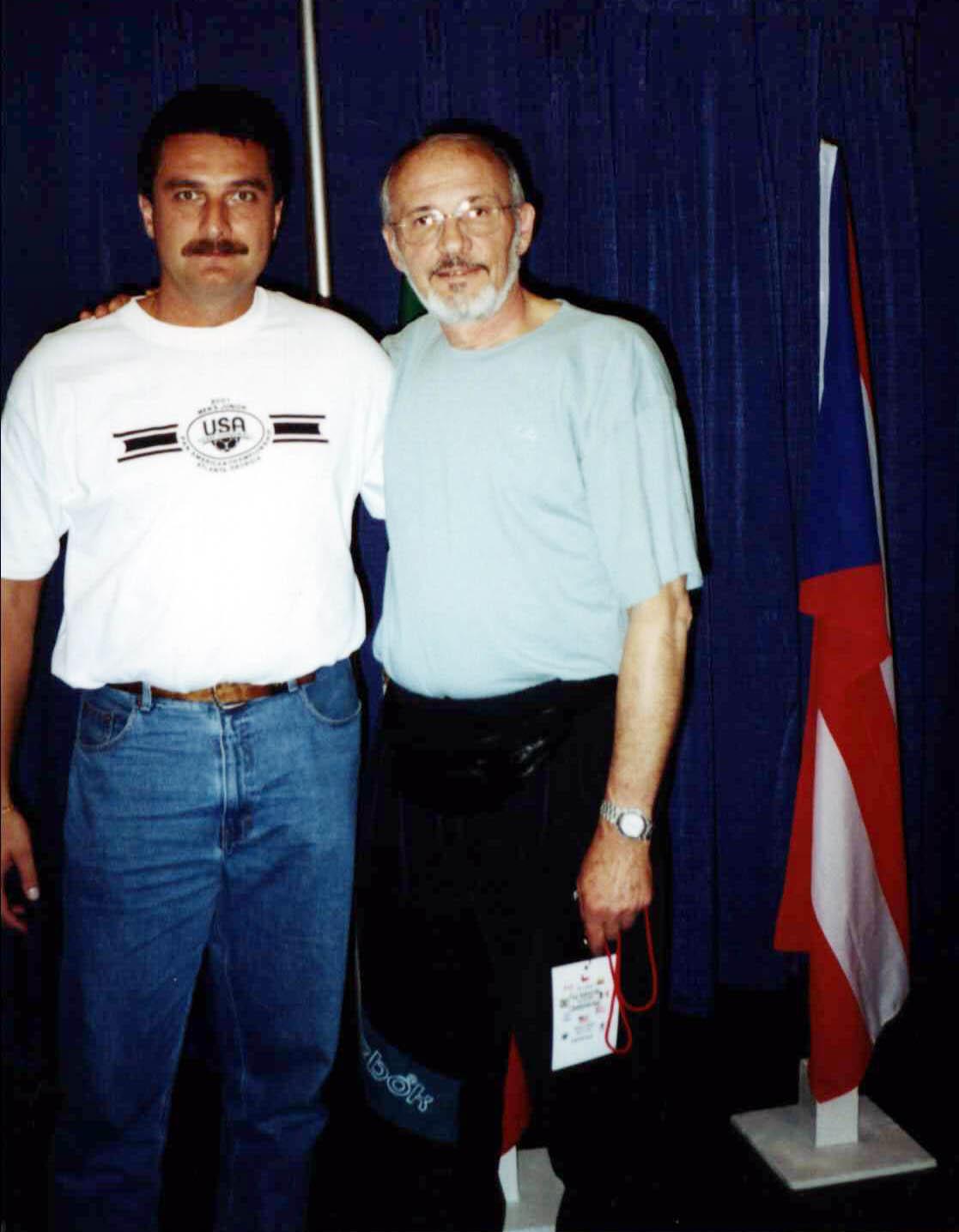Gheorghe Gruia (dreapta), fostul antrenor al echipei de handbal al Mexicului, alături de Cristian Zaharia, fostul antrenor al echipei de handbal a SUA. FOTO: Evenimentul Zilei