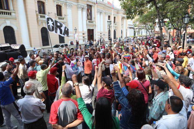 FOTO | Noi proteste în Venezuela, în timp ce o pană de curent a paralizat capitala Caracas şi alte oraşe