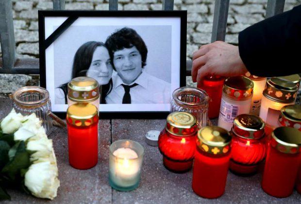 Lumânări aprinse pentru jurnalistul Jan Kuciak și logodnica sa, Martina Kusnirova (FOTO: EPA)