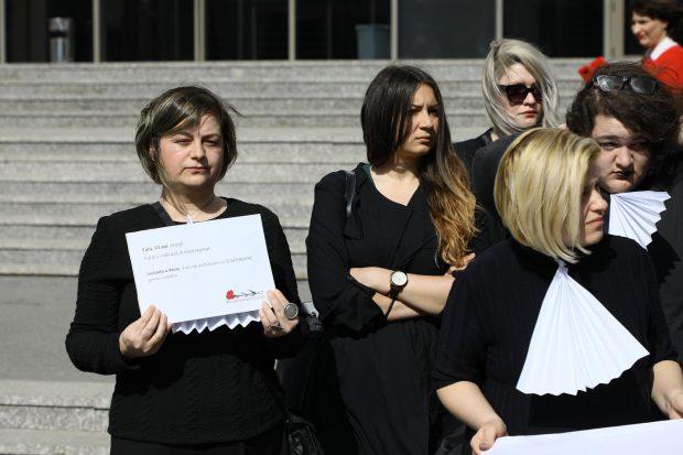"""VIDEO/ Ancheta Libertatea despre prădătorii de copii a scos femeile la protest de 8 martie! """"Cum se scapă de-un viol, domnilor judecători?"""""""