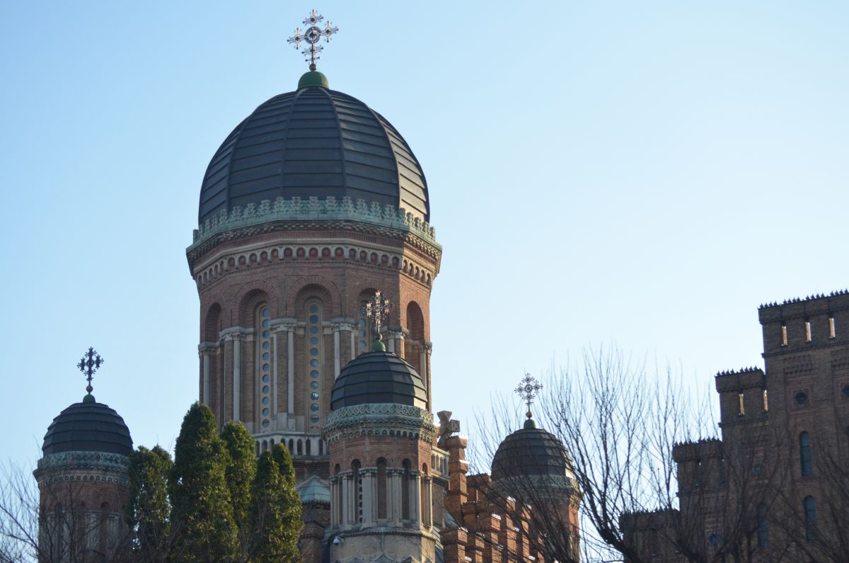"""CORESPONDENȚĂ DIN UCRAINA   Libertatea a pătruns în clădirile din patrimoniul UNESCO de la Cernăuți, a asistat la cursuri de teologie LIVE și a vorbit cu ucrainenii: """"Vin să se roage doar la restanțe"""""""