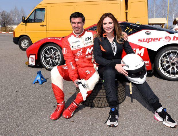 Mihai Leu a plimbat-o pe Adina Buzatu cu mașina de curse