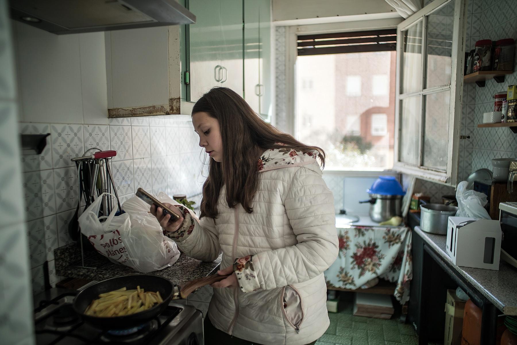 """Drama românilor plecați să muncească în Spania: """"Noi le vorbim copiilor română și ei ne răspund în castellano"""""""