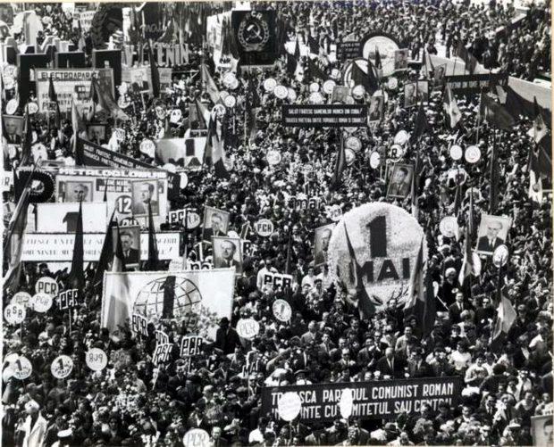 Românii erau în comunism scoși din fabrici și uzine în număr foarte mare pentru a defila de 1 Mai