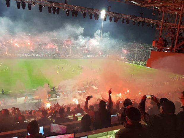 FOTO   Traficul aerian a fost întrerupt în Salonic până luni dimineață pentru fiesta fanilor echipei PAOK Salonic