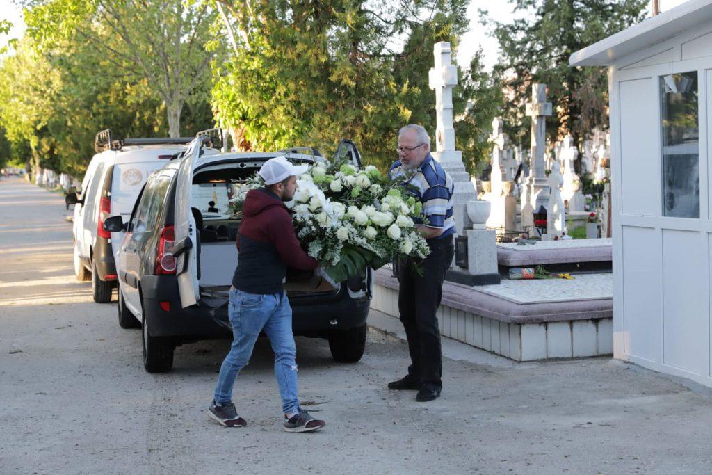 Răzvan Ciobanu a fost depus la capela cimitirului Progresul din București. Înmormântarea va avea loc joi