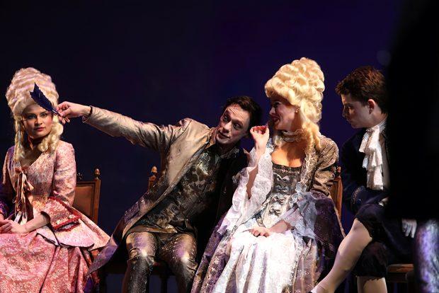 OPINIE/ Aplauze pentru regizorul Cristi Juncu, pentru că a montat la Teatrul Mic un spectacol care privește neutru către violuri!