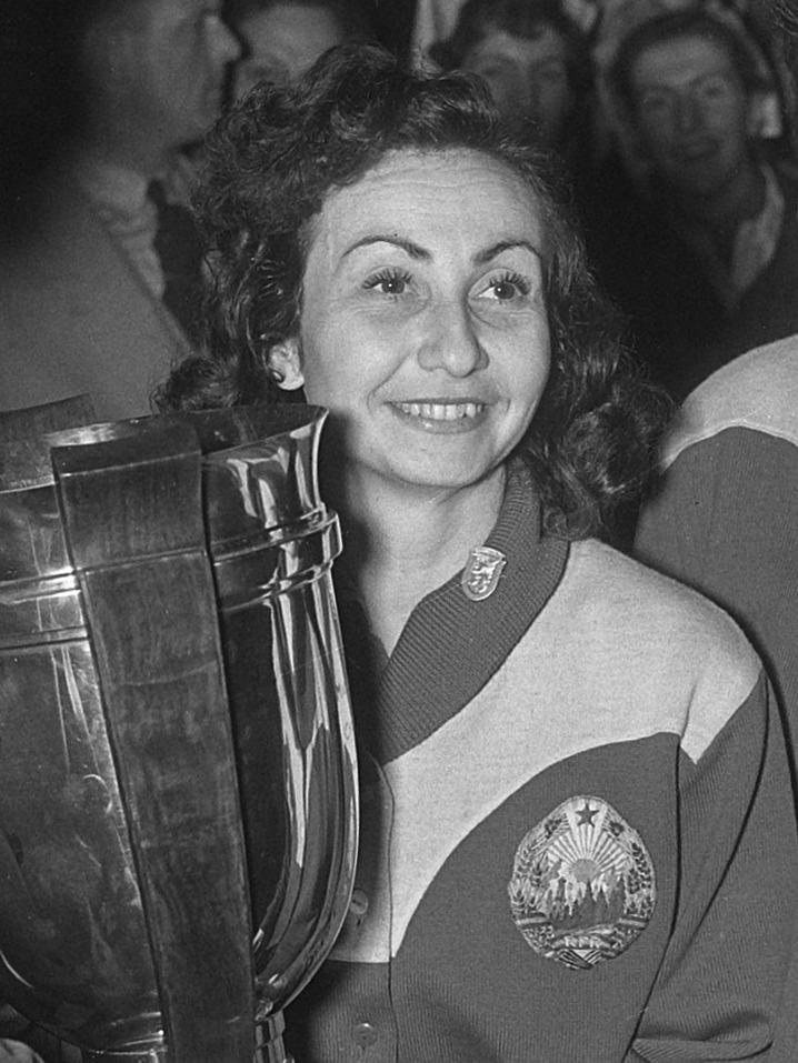 Ovidiu Ionescu a readus tenisul de masă românesc pe podium la Mondiale, după 19 ani. La masculin este a treia medalie. Prima în 1936, a doua în 1956