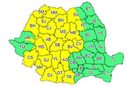 Cod galben de ploi și vijelii, valabil în peste jumătate din țară. Recomandările IGSU: adăpostiți-vă, deconectați aparatura casnică și parcați mașinile în zone ferite