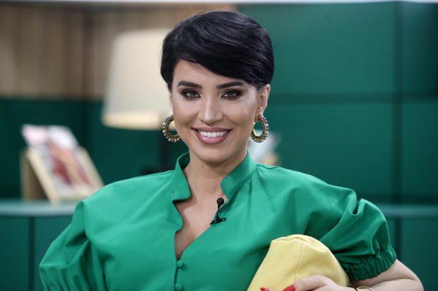 Adelina Pestrițu își donează hainele