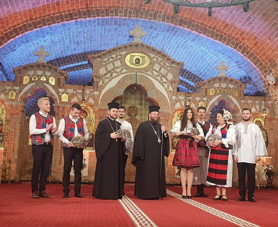 Paula Seling, premiată de Biserică înainte de Paște. Cântăreața a primit Ordinul Sfântul Ierarh Iosif Mărturisitorul din Maramureș