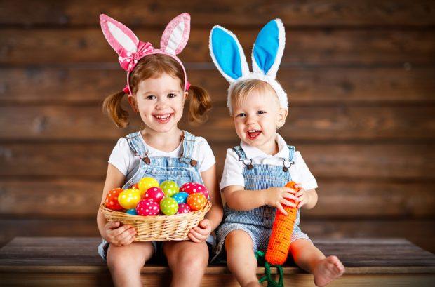 Mesaje Paste Copii imbracati ca iepurasi
