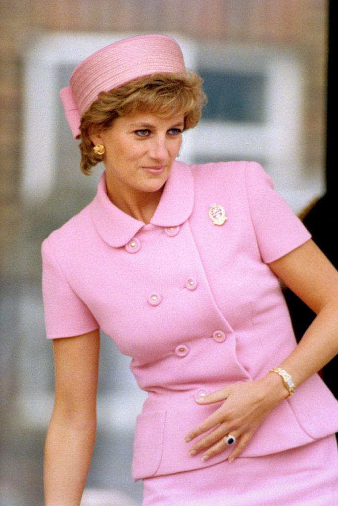 """Cât de frumoasă este Emma Corrin, actrița care o va juca pe Prințesa Diana în noul sezon al """"The Crown"""""""