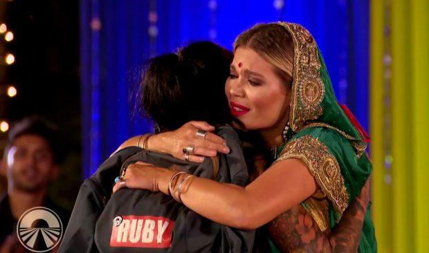 Ruby, consolată de Gina Pistol, după ce a pierdut marea finală Asia Express - sezonul 2