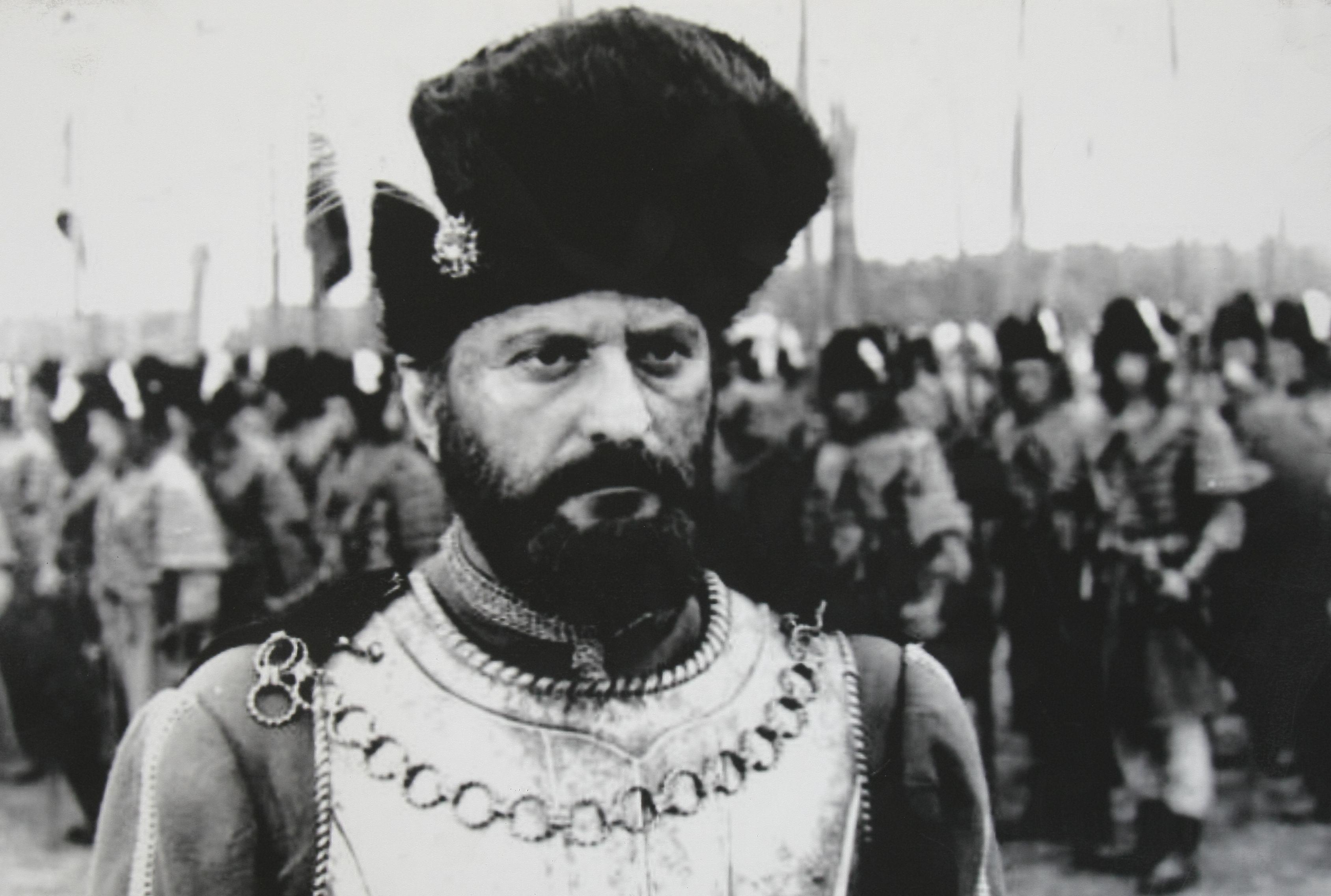 """Nea Mărin, naș la o nuntă aranjată, ca-n """"Buletin de București""""! Amza Pellea l-a cununat pe cascadorul Vasile Popa, care avea nevoie de buletin"""