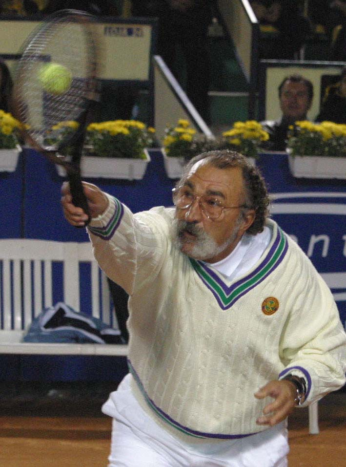 Ion Ţiriac, la un meci demonstrativ de tenis