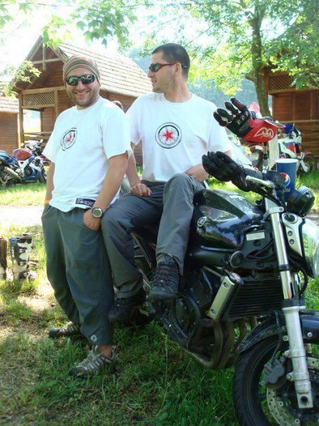 GALERIE FOTO   «Am votat ca să pot urla»! Motivația fabuloasă a lui Bogdan Dovleac, românul care a parcurs duminică 690 de km, în Africa, până la urne