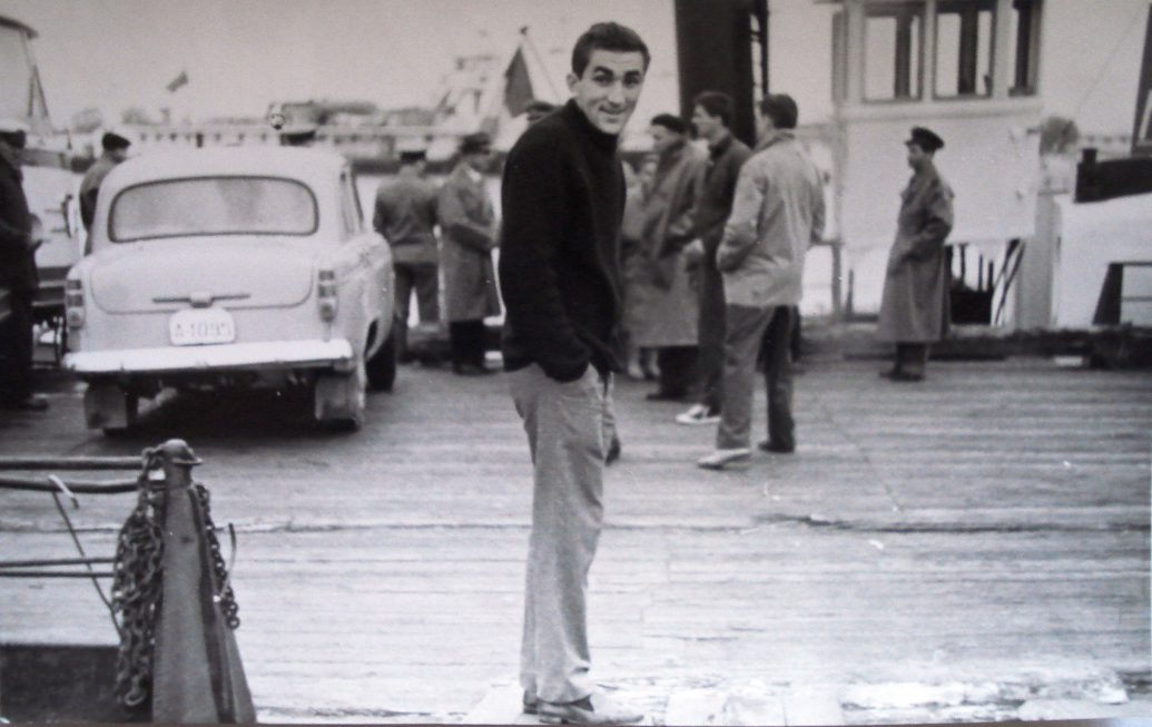 În anii 60, fascinat de aparatul de fotografiat!