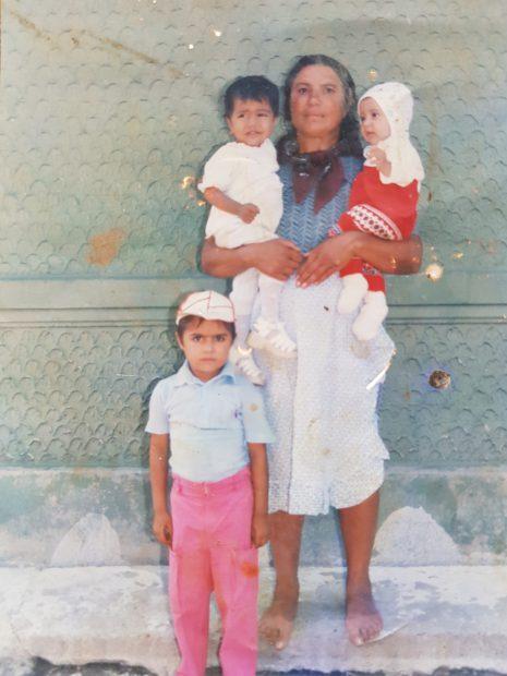 Stana Bădălan și trei dintre nepoții săi