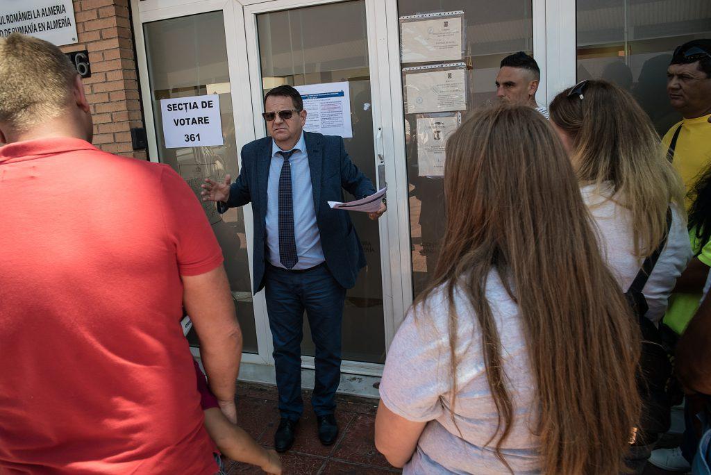 """În diaspora au suferit și votanții, și oamenii din consulate! În Almería, românii au votat în trei ore și jumătate pentru alegerile din România și în 10 minute pentru """"localele"""" din Spania!"""