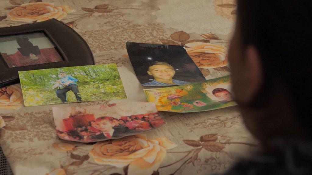 Familia ține peste tot prin casă fotografii cu Claudiu