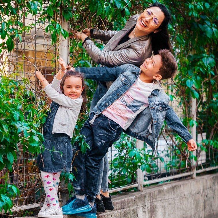 Cât de frumos! Cum a fost surprinsă Andra alături de cei doi copiii ai ei