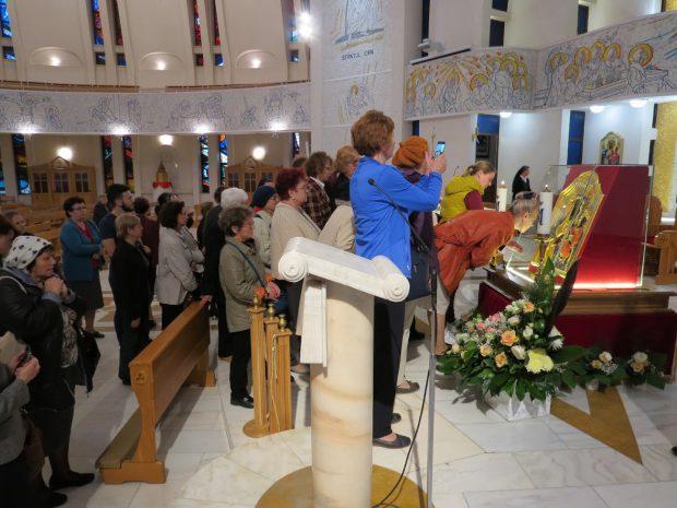 Povestea icoanei vechi de peste 200 de ani la care se va închina Papa Francisc la Iași. Ascunsă sub pământ, la «Madona Neagră» se rugau minerii polonezi