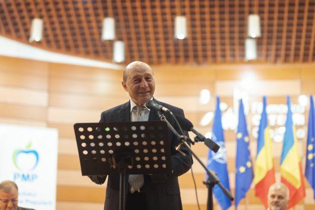 """Băsescu: """"Orice nărod din fruntea PSD spune """"v-am băgat bani în buzunar"""", dar populația are nevoie de dezvoltarea țării"""